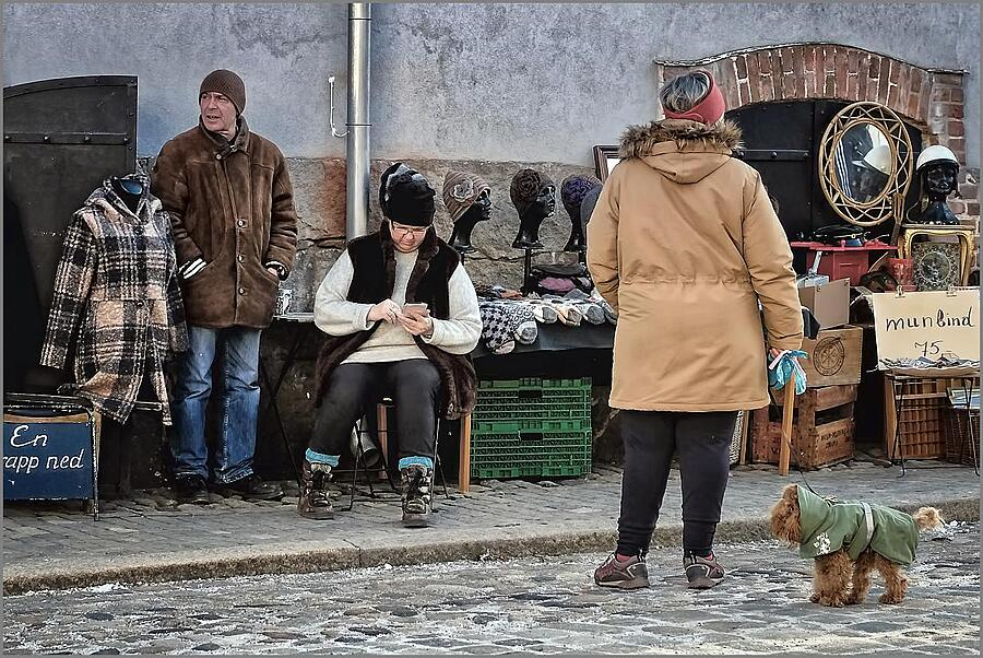 Street Peddler | XF16-55MMF2.8 R LM WR <br> Click image for more details, Click <b>X</b> on top right of image to close