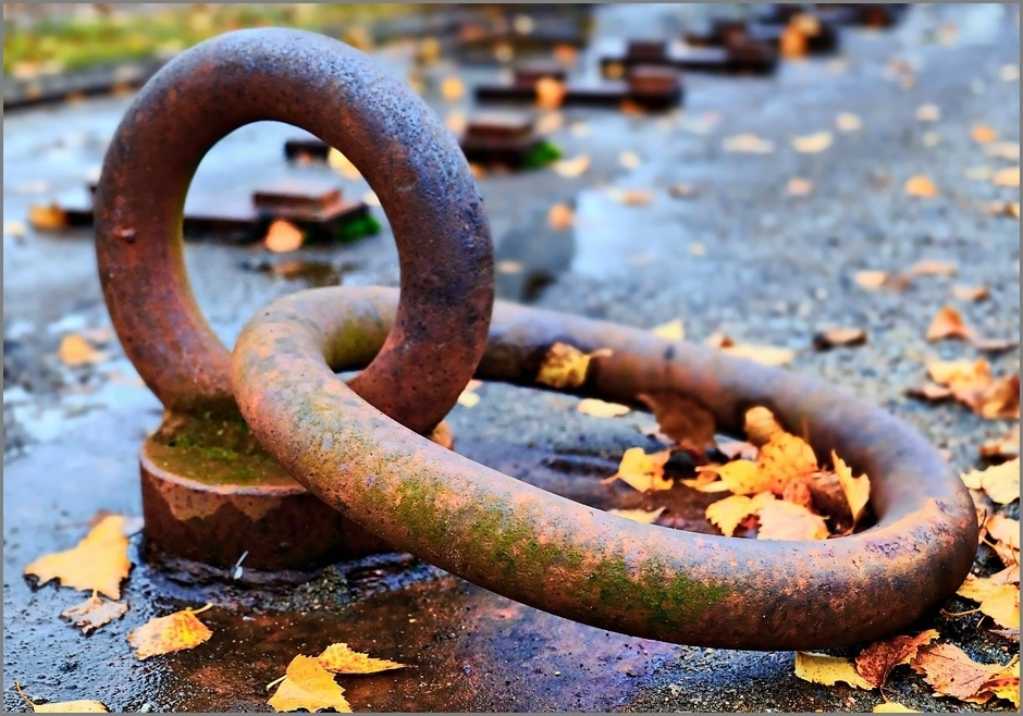 Chained | Fuji 18-55mm f/2.8 - 4.0 LM OIS <br> Click image for more details, Click <b>X</b> on top right of image to close